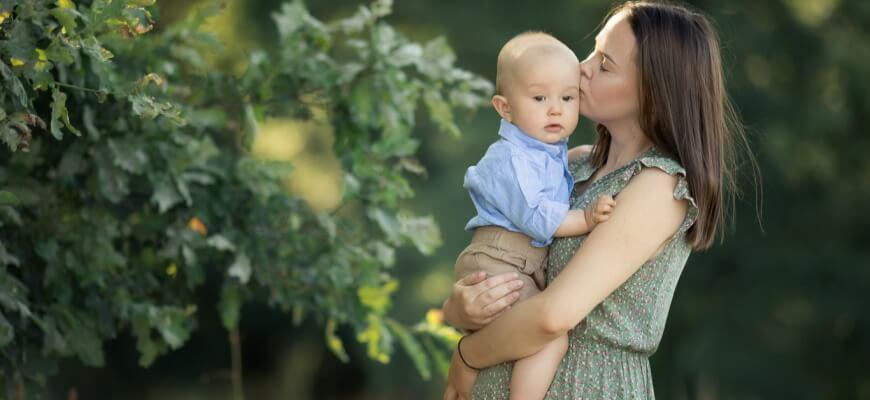 мама малыш поцелуи
