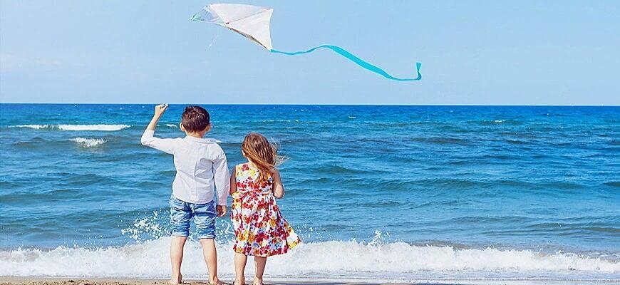 дети и воздушный змей