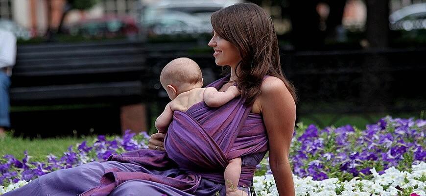 мама с малышом на природе