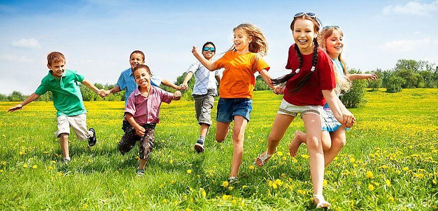 дети бегут радость